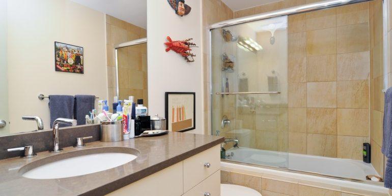 15_850WErie_Unit1E_8_Bathroom_Custom_Resized_390633845_1183x783zip_1183x783