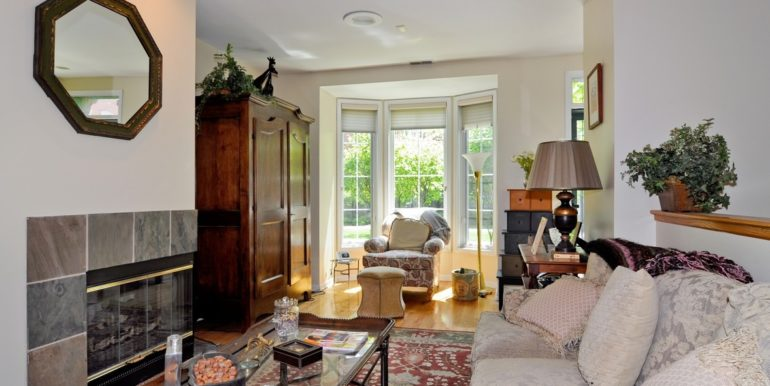 02_1435SPrairie_TownhomeK_1_LivingRoom_Custom_Resized_50863149_1183x783zip_1183x783