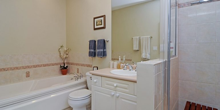 06_1435SPrairie_TownhomeK_13_MasterBathroom_Custom_Resized_50863149_1183x783zip_1183x783