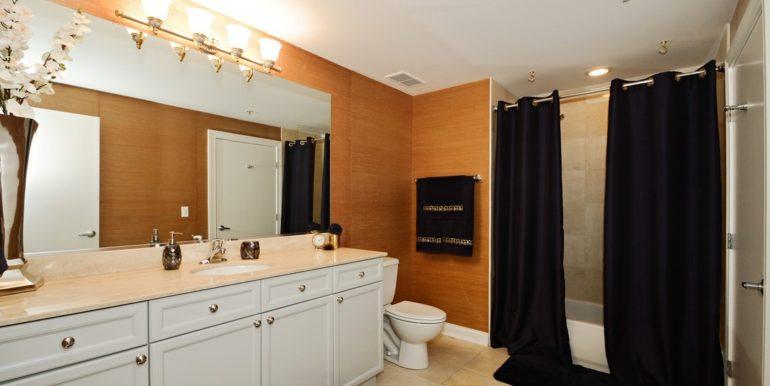 13_1444NOrleans_5K_8_Bathroom_Custom_Resized_433419292_1083x783zip_1083x783